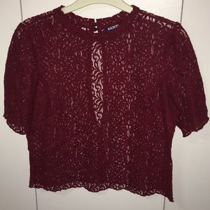 Tildon red cropped shirt size small